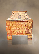 Minoan  pottery gabled larnax coffin chest with double axe and papyrus decorations,  Anthanatoi 1370-1250 BC, Heraklion Archaeological  Museum. .<br /> <br /> If you prefer to buy from our ALAMY PHOTO LIBRARY  Collection visit : https://www.alamy.com/portfolio/paul-williams-funkystock/minoan-art-artefacts.html . Type -   Heraklion   - into the LOWER SEARCH WITHIN GALLERY box. Refine search by adding background colour, place, museum etc<br /> <br /> Visit our MINOAN ART PHOTO COLLECTIONS for more photos to download  as wall art prints https://funkystock.photoshelter.com/gallery-collection/Ancient-Minoans-Art-Artefacts-Antiquities-Historic-Places-Pictures-Images-of/C0000ricT2SU_M9w