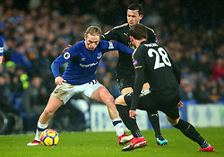 Tom Davies of Everton takes on Ben Chilwell and Christian Fuchs of Leicester City - Mandatory by-line: Robbie Stephenson/JMP - 31/01/2018 - FOOTBALL - Goodison Park - Liverpool, England - Everton v Leicester City - Premier League