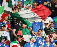 GEPA-0906086485 - BERN,SCHWEIZ,09.JUN.08 - FUSSBALL - UEFA Europameisterschaft, EURO 2008, Niederlande vs Italien, NED vs ITA. Bild zeigt Fans von Italien. Keywords: Fahne, Flagge.<br />Foto: GEPA pictures/ Christian Ort