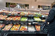 Nederland, Doesbirg, 9-3-2019Een winkel, filiaal, vestiging van supermarktketen Albert Heijn. Groente en fruit afdeling.Foto: Flip Franssen