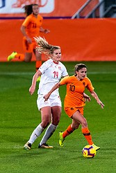 09-11-2018 NED: UEFA WC play-off final Netherlands - Switzerland, Utrecht<br /> European qualifying for the 2019 FIFA Women's World Cup - Danielle van de Donk #10 of Netherlands, Rahel Kiwic #14 of Switzerland