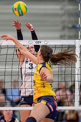 07-11-2017 NED: CEV CL Sliedrecht Sport - Imoco Volley Conegliano, Sliedrecht<br /> In een volgepakt Sporthal De Basis speelt Sliedrecht de derde wedstrijd in de Champions League en verliest met 3-0 /