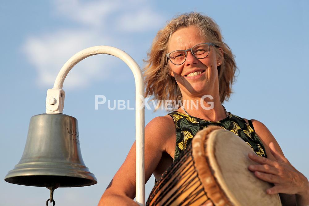 Fotoshooting des Wendland Hippie Ohrkestra auf der Fähre TANJA in Neu Darchau. Im Bild: Maike Bodendieck<br /> <br /> Ort: Neu Darchau<br /> Copyright: Andreas Conradt<br /> Quelle: PubliXviewinG