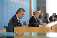 DEU, Deutschland, Germany, Berlin, 09.04.2020: Prof. Dr. Lothar H. Wieler, Präsident Robert Koch-Institut, in der Bundespressekonferenz zur Unterrichtung der Bundesregierung zur Bekämpfung des Coronavirus (Covid-19).