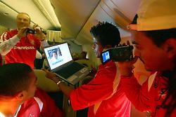 Adriano Gabiru revê imagens dos jogos do Japão durante voô de volta ao Brasil. FOTO: Jefferson Bernardes/Preview.com