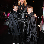 NLD/Utrecht/20101116 - Premiere Harry Potter,  Daphne Deckers en zoon Alec en vriendje