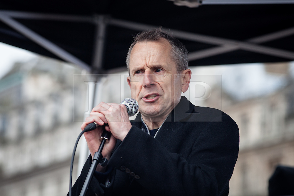 © Licensed to London News Pictures. 19/03/2016. London, UK. Comedian Jeremy Hardy speaks to demonstrators in Trafalgar Square about the plight of refugees across Europe. Thousands march through central London on UN anti-racism day to demand that the British government accept a greater share of refugees seeking asylum in Europe. Photo credit : Rob Pinney/LNP