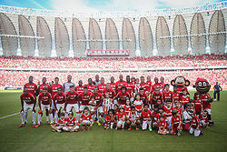 Equipe do S. C. Internacional antes da partida com o Pañarol válida pelas comemorações de Reinauguração do estádio Beira-Rio. O estádio Beira Rio receberá os jogos da Copa do Mundo de Futebol 2014. FOTO: Jefferson Bernardes/ Agência Preview