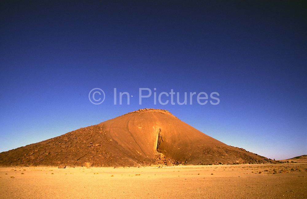 Ben Amera, the World's second largest monolith, near Choum, Mauritania.