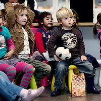 Nederland, Amsterdam , 30 oktober 2013.<br /> ijdens de jaarlijkse pluchen speelgoedactie doneert IKEA voor elk verkocht pluchen speelgoed, ongeacht prijs of grootte, 1 euro aan onderwijsprojecten van UNICEF en Save the Children. .<br /> <br /> Met deze pluchen speelgoedactie wil IKEA samen met haar klanten kinderen een betere toekomst geven. Met de opbrengst worden onderwijsprojecten in meer dan 30 landen in Azië, Afrika en Centraal- en Oost-Europa gefinancierd.<br /> Op de foto: kinderen luisteren naar het sprookjes verhaal op de eerste verdieping van IKEA na de aftrap van de landelijke Pluchen Speelgoedactie op de eerste verdieping van de IKEA filiaal in Amsterdam Zuid Oost. <br /> <br /> Foto:Jean-Pierre Jans