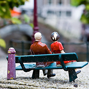 Statue of couple on bench