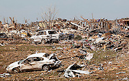 A general view of tornado-destroyed houses and vehicles in Oklahoma City, Oklahoma May 22, 2013.  Rescue workers with sniffer dogs picked through the ruins on Wednesday to ensure no survivors remained buried after a deadly tornado left thousands homeless and trying to salvage what was left of their belongings.  REUTERS/Rick Wilking (UNITED STATES)