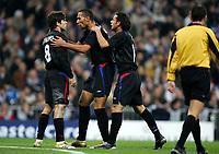 Joie des Lyonnais - Juninho - John Carew - Fred -Real Madrid/ Lyon - Champions League - C1 - 23.11.2005 - Foot Football - OL - Largeur attitude groupe accolade