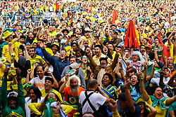 June 22, 2018 - SãO Paulo, Brazil - SÃO PAULO, SP - 22.06.2018: TORCIDA DO BRASIL NO ANHANGABAÚ - Fans in the Anhangabaú Valley in the central region of the city celebrate the Brazilian team'sl durinuring thech between Brazil and Costa Rica for the fir first phase of the 2018 World Cup in Russia on Friday. (Credit Image: © Aloisio Mauricio/Fotoarena via ZUMA Press)