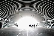 Duitsland, Weeze, 1-5-2008<br /> Luchthaven Niederrhein (Weeze airport), vlak over de grens bij Nijmegen,  bestaat 5 jaar. Deze voormalige Britse luchtmachtbasis is een tot een succesvol leven als burgervliegveld<br /> getransformeerd. Ryanair vliegt op verschillende bestemmingen. t.g.v. hiervan werden gisteren en vandaag een vliegshow gegeven. Ook konden mensen een deel van de vroegere basis bekijken.<br /> Op de foto een reusachtige hangar van een Victor bommenwerper die hier in de zestiger jaren gestationeerd waren. Zij waren uitgerust om atoombommen te werpen.<br /> Foto: Flip Franssen/Hollandse Hoogte