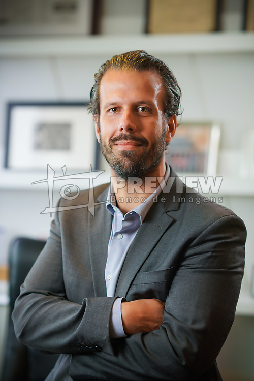 O professor universitário, escritor e advogado Alexandre Schumacher, na sede do Schumacher Triches Advogados Associados FOTO: Jefferson Bernardes/ Agência Preview