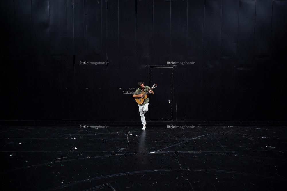 Oslo, Norge, 07.07.2014. Eindride Eidsvold (født 18. juli 1961) er en av Norges mest profilerte skuespillere. Eidsvold gikk ut fra Statens Teaterhøyskole i 1987, og har vært fast ansatt ved Nationaltheatret siden 1990 hvor han sist [per. 2013] var å se som «K» i Styrtet Engel (2013). Oppsettingen av Vildanden i 2004 var invitert som gjestespill til Brooklyn Academy of Music 2006. Han er broren til Gard B. Eidsvold. Foto. Christopher Olssøn.