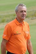Een dag voor het KLM Open wordt de KLM pro Am gespeeld. Amateurs spelen gezamenlijk met een speler van de European Tour , sponsoren en genodigden op de toernooibaan van Kennemer Golf & Country Club .<br /> <br /> Op de foto:<br /> <br />   Johan Cruijff  <br /> <br /> The day before the KLM Open, the KLM pro Am games. Amateurs play together with one player from the European Tour, sponsors and invited guests at the tournament path of Kennemer Golf & Country Club.