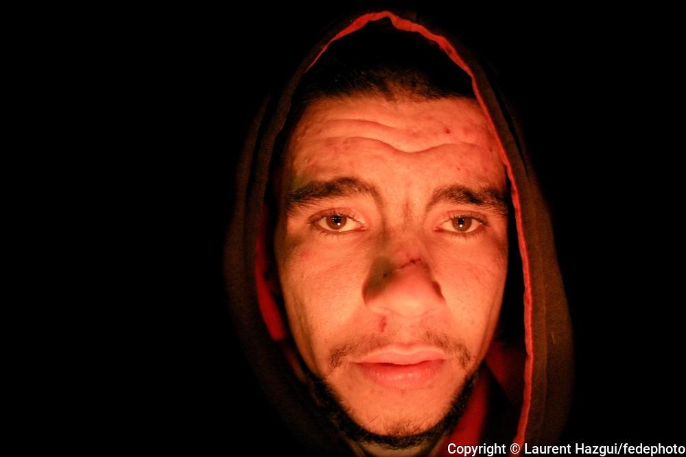 Décembre 2006/Janvier 2007. Les enfants de Don Quichotte. Cette série de portrait a démarré le samedi 16 décembre au soir. Les portraits sont réalisés à la lumière d'une bougie, sous un pont reliant les deux rives du canal Saint-Martin. SDF et bien logés se mélangent...<br /> <br /> Mehdi, 28 ans, sans-logis, dort sur des cartons ou chez un ami de temps en temps. A la recherche d'une partie de sa famille.