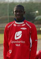 Seyi Olofinjana - Brann<br /> Portretter, 10. mars 2004.<br /> Foto: Peter Tubaas/Digitalsport