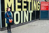 Nederland, Amsterdam, 21 sept 2013<br /> Dame, vrouw, wacht bij het Meetingpoint van Amsterdam Centraal station.<br /> Woman waiting at meeting point at Amsterdam Central station.<br />  Foto(c): Michiel Wijnbergh