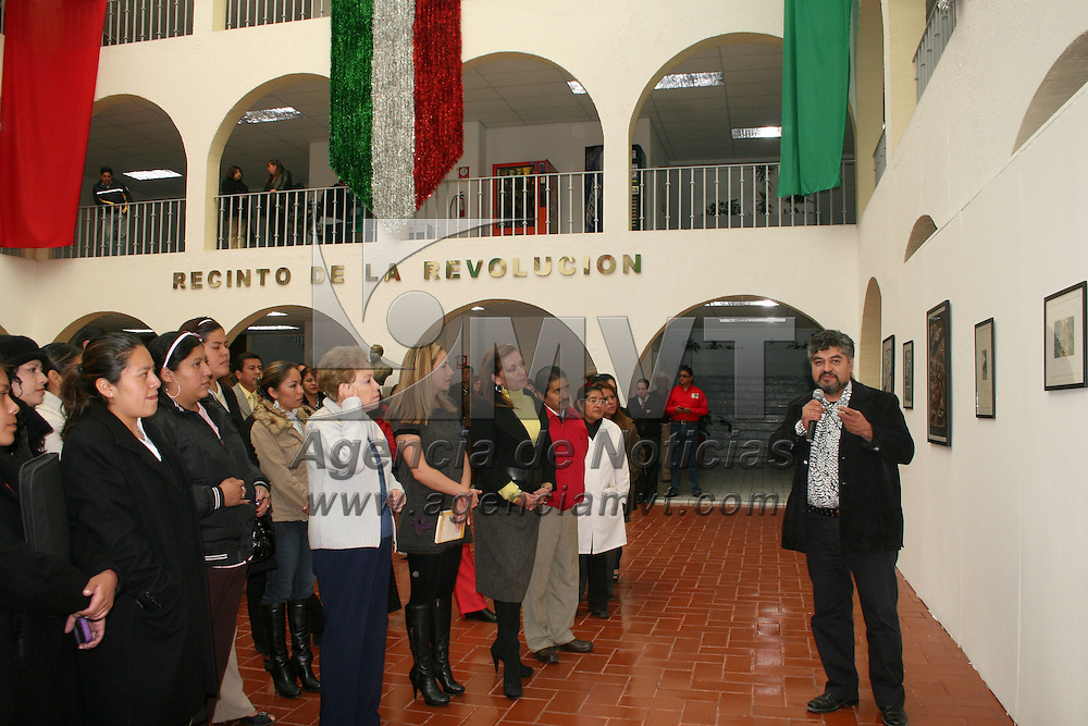 TOLUCA, México.- El comité directivo estatal del PRI y la Secretaria de Cultura inaugura la exposición artística de la obra plástica del maestro Joel Rendon, dentro del Festival Mexiquense del centenario de la revolución, que contempla del 11 al 14 de noviembre. Agencia MVT / Sulma Jiménez. (DIGITAL)