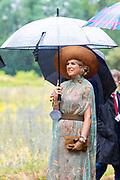 BERLIJN, 07-07-2021,  Landschaftspark Herzberge<br /> <br /> Koning Willem Alexander en Koningin Maxima tijdens het Staatsbezoek aan Duitsland. Het bezoek aan Berlijn vormt de afronding van een reeks deelstaatbezoeken die het Koninklijk Paar sinds 2013 aan Duitsland heeft gebracht. <br /> <br /> King Willem Alexander and Queen Maxima during the state visit to Germany. The visit to Berlin concludes a series of state visits that the Royal Couple has made to Germany since 2013. FOTO: Brunopress/Patrick van Emst<br /> <br /> Op de foto / On the photo: Landschaftspark Herzberge: sociale cohesie en groene stad. Het park Herzberge is een natuurbeschermingsgebied met een lange traditie in Berlin-Lichtenberg. // Landschaftspark Herzberge: social cohesion and green city. The Herzberge Park is a nature conservation area with a long tradition in Berlin-Lichtenberg.