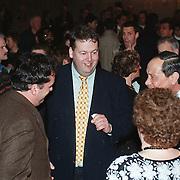Nieuwjaarsrecptie gemeente Huizen 2000, Henry .Meijdam in gesprek met Willy Metz en burgemeester Verdier