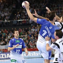 Kiel, 23.12.14, Sport, Handball, Bundesliga, Saison 2014/15, 19. Spieltag, THW Kiel - HSV Handball : Hans Lindberg (HSV Handball, #18) wird geblockt von Dominik Klein (THW Kiel, #33) und Joan Cañellas (THW Kiel, #21)<br /> <br /> Foto © P-I-X.org *** Foto ist honorarpflichtig! *** Auf Anfrage in hoeherer Qualitaet/Aufloesung. Belegexemplar erbeten. Veroeffentlichung ausschliesslich fuer journalistisch-publizistische Zwecke. For editorial use only.