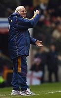 Photo: Paul Greenwood.<br />England v Spain. International Friendly. 07/02/2007. Spain's coach Luis Aragones urges his team on