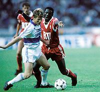 Fotball<br /> Fransk cup 1988/89<br /> Monaco v Marseille<br /> Foto: Digitalsport<br /> NORWAY ONLY<br /> GEORGE WEAH (MON) / KARL HEINZ FORSTER (MAR)