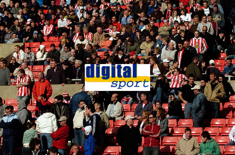 Photo: Jed Wee.<br />Sunderland v Newcastle United. The Barclays Premiership. 17/04/2006.<br /><br />Sunderland fans start streaming for the exits well before the end of the match as they are humbled in the second half.