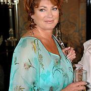 NLD/Amsterdam/20070410 - Boekpresentatie Caroline Tensen, Yvonne Brandsteder - Baggen