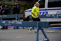 04-11-2017 USA: NYC Marathon We Run 2 Change Diabetes day 2, New York<br /> De dag van de marathon, 42 km en 195 meter door de straten van Staten Island, Brooklyn, Queens, The Bronx en Manhattan / Beveiliging, security, police, politie, aanslag