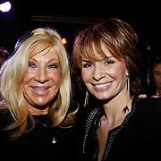 NLD/Uitgeest/20110117 - Uitreiking Populariteitsprijs Noord-Holland, Mary Borsato en schoondochter Leontien Borsato