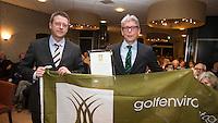 MAARSBERGEN - NGF directeur Jeroen Stevens overhandigt GC Anderstein voorzitter Gertjan van de Groep , het 50ste GEO certificaat. COPYRIGHT KOEN SUYK