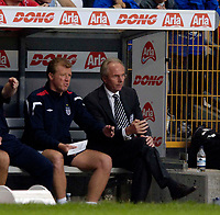 Fotball<br /> England 2005/2006<br /> Foto: SBI/Digitalsport<br /> NORWAY ONLY<br /> <br /> Danmark v England<br /> <br /> International Friendly. 17/08/2005.<br /> <br /> England coach Steve McLaren (L) and manager Sven Göran Eriksson (R) plan their tactics.