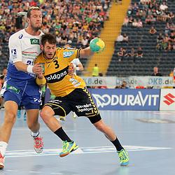 Rhein-Neckars Uwe Gensheimer (Nr.03) im Zweikampf mit   Hamburgs Pascal Hens (Nr.23) im Spiel Rhein-Neckar-Loewen - HSV Handball.<br /> <br /> Foto © P-I-X.org *** Foto ist honorarpflichtig! *** Auf Anfrage in hoeherer Qualitaet/Aufloesung. Belegexemplar erbeten. Veroeffentlichung ausschliesslich fuer journalistisch-publizistische Zwecke. For editorial use only.