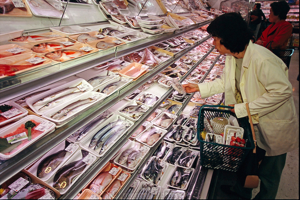 (MODEL RELEASED IMAGE). Sayo Ukita shopping at the supermarket. As might be expected in an island nation, Japanese families eat a wide variety of seafood: fish, shellfish, and seaweed of all kinds. In any given week, the Ukitas will eat at least a dozen different kinds of fish and shellfish, and three varieties of seaweed. Hungry Planet: What the World Eats (p. 183).