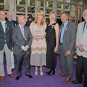 NLD/Huizen/20110429 - Lintjesregen 2011, alle gedecoreerden met burgemeester Fons Hertog
