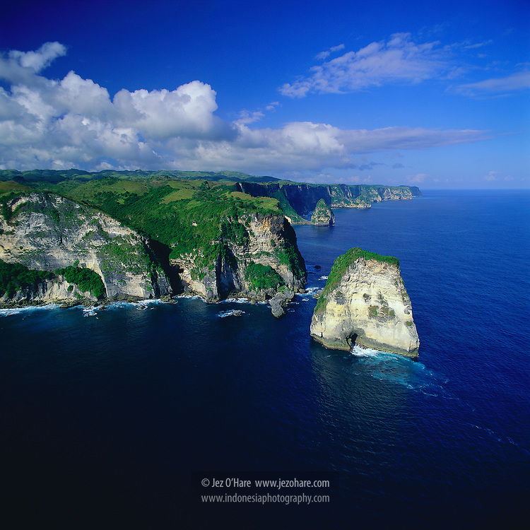 Western Nusa Penida's cliffs & reefs often a good place to see manta rays, Klungkung, Bali, Indonesia.