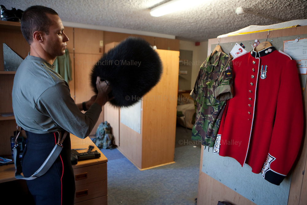 Mcc0023074 . Daily Telegraph..Gdsm Duane Groom grooming his bearskin at Wellington Barracks before going out on the parade ground...The Grenadier Guards preparing for Trooping the Colour in celebration of the Queen's Birthday on June 12 ..The Grenadier Guards only recently finished a six month tour of Helmand , Afghanistan on March 31...London 19 June 2010...........Not AP.Not Reuters.Not PA.Not Getty.Not AFP