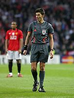 20090415: PORTO, PORTUGAL - FC Porto vs Manchester United: Champions League 2008/2009 – Quarter Finals – 2nd leg. In picture: referee Massimo Busacca. PHOTO: Manuel Azevedo/CITYFILES