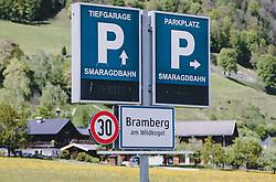 THEMENBILD - das Ortsschild von Bramberg am Wildkogel und Parkhinweisschilder der Smaragdbahn, aufgenommen am 08. Mai 2020, Bramberg, Österreich // the place-name sign of Bramberg am Wildkogel and park signs of the Smaragdbahn on 2020/05/08, Bramberg, Austria. EXPA Pictures © 2020, PhotoCredit: EXPA/ Stefanie Oberhauser
