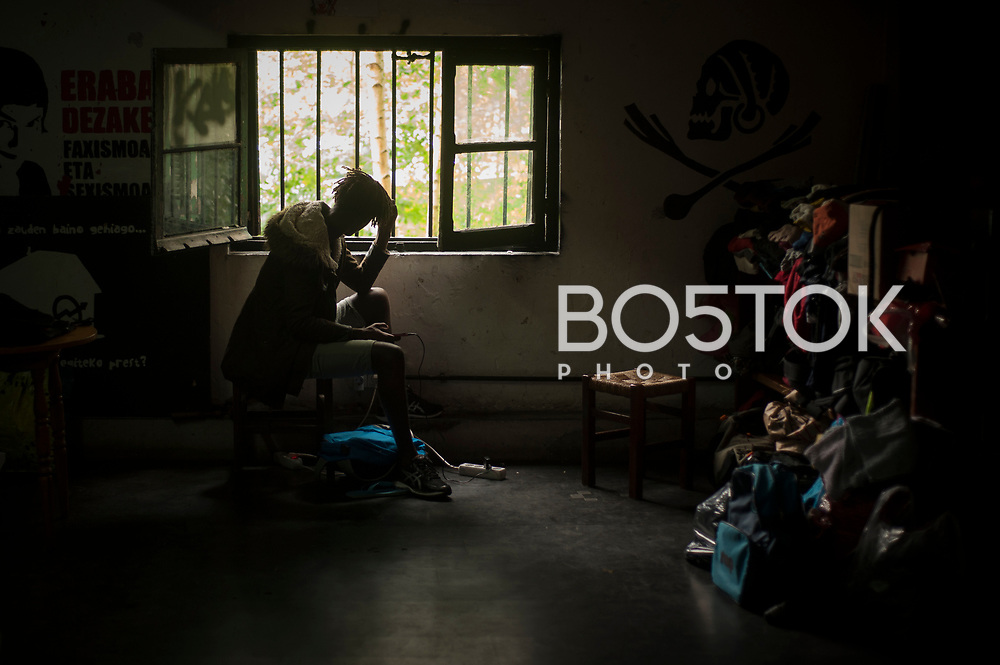 An African migrant in Lakaxita. Irun (Basque Country). August 14, 2018. Lakaxita is a self-managed socio-cultural space located in an occupied house, where volunteers have created a hosting network for migrants in transit who have already completed the 5-day period that can remain in public resources. This group of volunteers is avoiding a serious humanitarian problem Irún, the Basque municipality on the border with Hendaye. As the number of migrants arriving on the coasts of southern Spain incresead, more and more migrants are heading north to the border city of Irun. (Gari Garaialde / Bostok Photo)