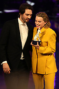 """Aron Lehmann und Wedler Luna, Preisträgerin für """"Beste Nachwuchsdarstellerin"""" im Drama """"Dem Horizont so nah"""". Verleihung 41. Bayerischer Filmpreis 2019 am 17.01.2020 im Prinzregententheater München."""