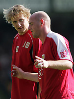 Photo: Paul Thomas.<br /> Port Vale v Bristol City. Coca Cola League 1. 23/09/2006.<br /> <br /> Steve Brooker (R) of Bristol leaves the field injured.