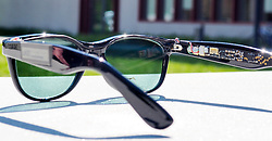 "August 3, 2017 - inconnu - Personal devices like smartphones and computer tablets could soon be powered by energy harvested by the owner's sunglasses.Researchers' from Germany's Karlsruhe Institute of Technology have created a pair of sunglasses that generate electricity via solar cells that double as their lenses.Organic solar cells were chosen instead of more traditional silicon cells because they're transparent, flexible, lightweight, and can be manufactured in a variety of shapes and colours.Each solar cell lens weighs about six grams, is 1.6 mm thick, and was made to fit into a set of commercially-produced sunglass frames.The frames feature added electronics in the arms, including a microprocessor, two sensors and two displays. The lenses power those electronics, which measure and display the current illumination intensity and ambient temperature as bar graphs.Although they work best in direct sunlight, each lens is still able to generate 200 microwatts of power under indoor illumination as low as 500 lux, which is about the average lighting for most offices or living areas. That 200 microwatts is enough to power a device such as a hearing aid or a step counter.The technology could conceivably also be applied to the windows of buildings, where it would generate much more power.Head of Organic Photovoltaics Group at the institute's Light Technology department Dr. Alexander Colsmann said:"" ""We bring solar power to places where other solar technologies fail.""According to Colsmann, another field of application is the integration of solar cells into buildings.Since the glass facades of many high-rise buildings must often be shaded, he called it "" an obvious option "" to use organic solar modules for transforming the absorbed light into electric power. PhD student Dominik Landerer who largely contributed to the development of the solar glasses , added: ""The Solar Glasses we developed are an example of how organi"