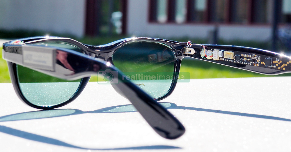 """August 3, 2017 - inconnu - Personal devices like smartphones and computer tablets could soon be powered by energy harvested by the owner's sunglasses.Researchers' from Germany's Karlsruhe Institute of Technology have created a pair of sunglasses that generate electricity via solar cells that double as their lenses.Organic solar cells were chosen instead of more traditional silicon cells because they're transparent, flexible, lightweight, and can be manufactured in a variety of shapes and colours.Each solar cell lens weighs about six grams, is 1.6 mm thick, and was made to fit into a set of commercially-produced sunglass frames.The frames feature added electronics in the arms, including a microprocessor, two sensors and two displays. The lenses power those electronics, which measure and display the current illumination intensity and ambient temperature as bar graphs.Although they work best in direct sunlight, each lens is still able to generate 200 microwatts of power under indoor illumination as low as 500 lux, which is about the average lighting for most offices or living areas. That 200 microwatts is enough to power a device such as a hearing aid or a step counter.The technology could conceivably also be applied to the windows of buildings, where it would generate much more power.Head of Organic Photovoltaics Group at the institute's Light Technology department Dr. Alexander Colsmann said:"""" """"We bring solar power to places where other solar technologies fail.""""According to Colsmann, another field of application is the integration of solar cells into buildings.Since the glass facades of many high-rise buildings must often be shaded, he called it """" an obvious option """" to use organic solar modules for transforming the absorbed light into electric power. PhD student Dominik Landerer who largely contributed to the development of the solar glasses , added: """"The Solar Glasses we developed are an example of how organi"""