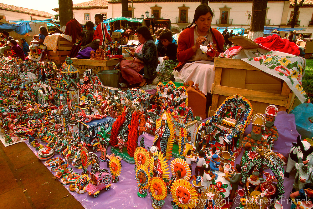 MEXICO, FESTIVALS, MARKETS Patzcuaro; Days of the Dead craft market